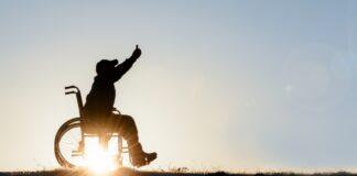 Pensione di invalidità. Chi deve fare domanda (Foto di Emerald Media per Shutterstock)