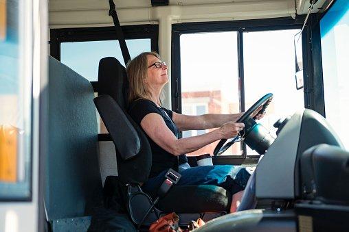 Lavorare in ATM: un'autista di un mezzo per il trasporto pubblico